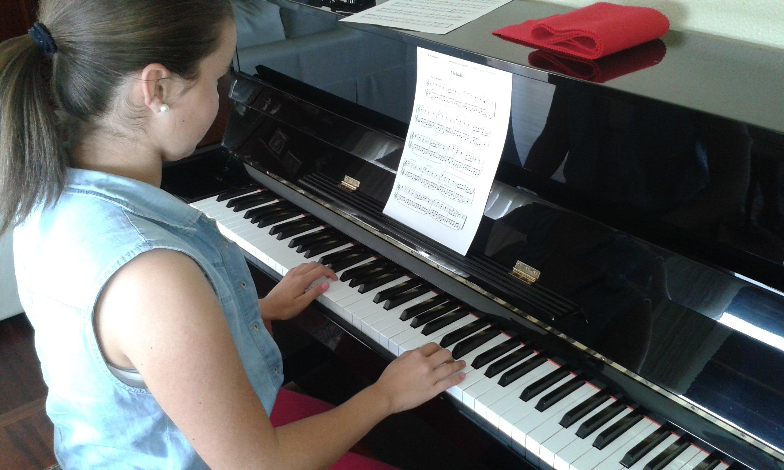 Su primera clase de piano, esta semana